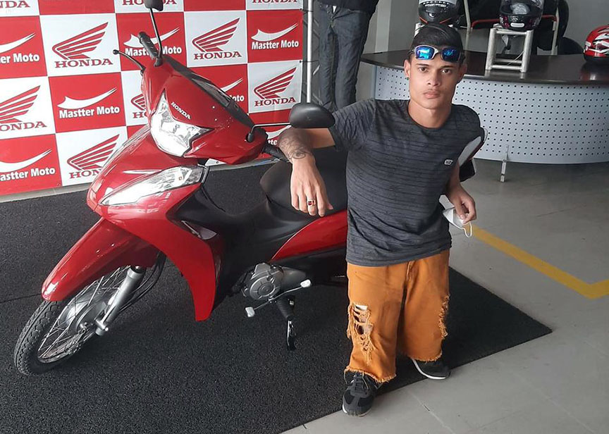 """Anão compra moto em Porto Velho e diz: """"agora só falta as pernas"""""""