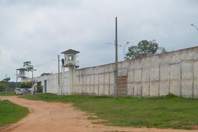 Diretor de patrimônio do Singeperon é preso levando celular para presidiários em Rondônia