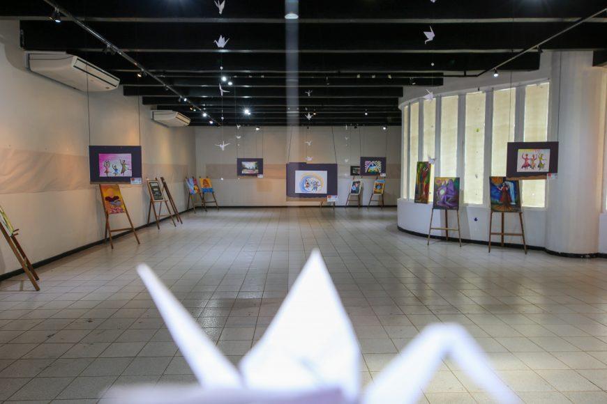 """ARTES VISUAIS: Exposição """"Laços Fraternos–Esperança"""" está aberto à população na Ivan Marrocos"""