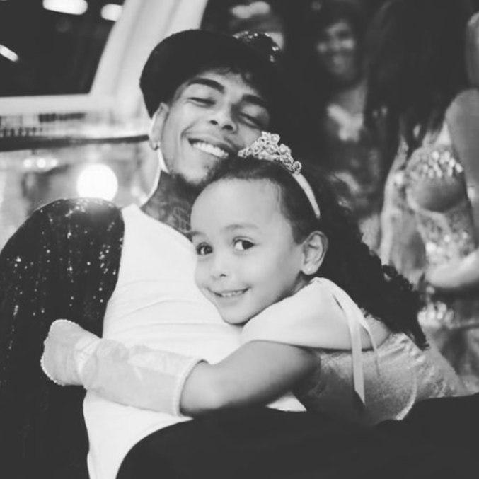 Ex de Kevin diz que filha com cantor ainda não sabe da perda do pai
