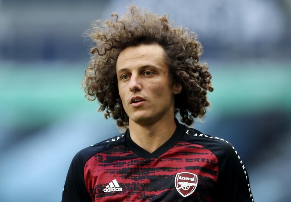Arsenal confirma saída de quatro jogadores, entre eles o brasileiro David Luiz