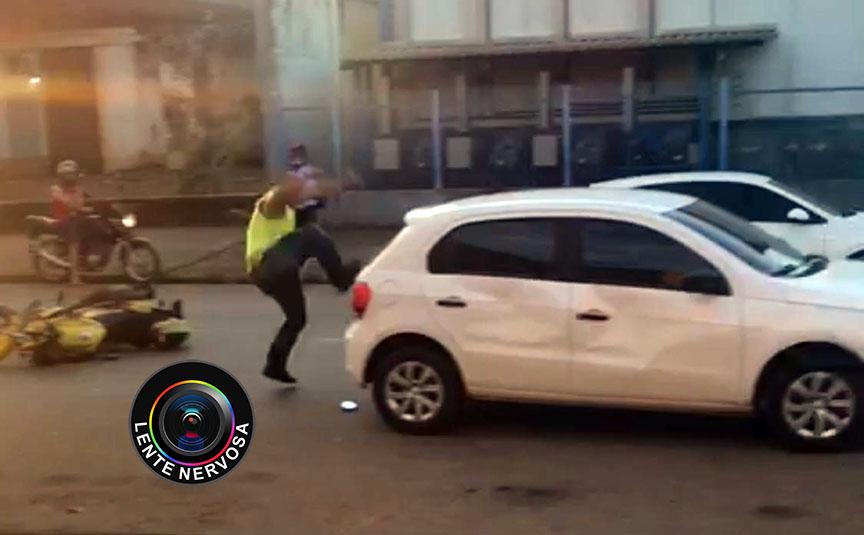 Mototaxista destrói veículo de motorista de aplicativo após discussão – VEJA O VÍDEO