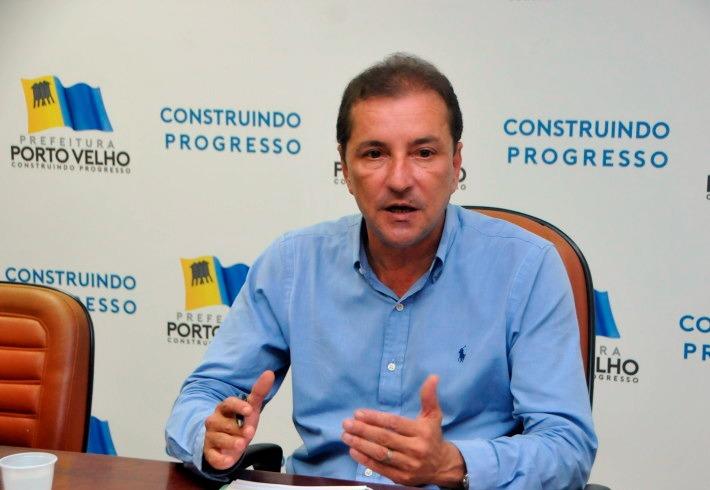 """Prefeito de Porto Velho vai ao MP denunciar """"esquema"""" de super salários de servidores estatutários da PGM, SEMFAZ E CGM que passam de R$ 100 mil reais mensais"""