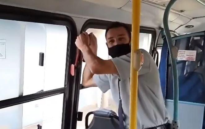 Motorista realiza sonho de brasileiros e mostra o que acontece se puxar a alavanca vermelha do ônibus; veja vídeo