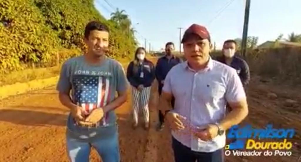 Rua Humaitá é encascalhada após solicitação do vereador Edimilson Dourado