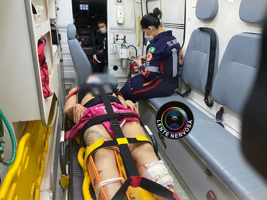 Moto é arrastada por carro em acidente e piloto fica gravemente ferido – VÍDEO