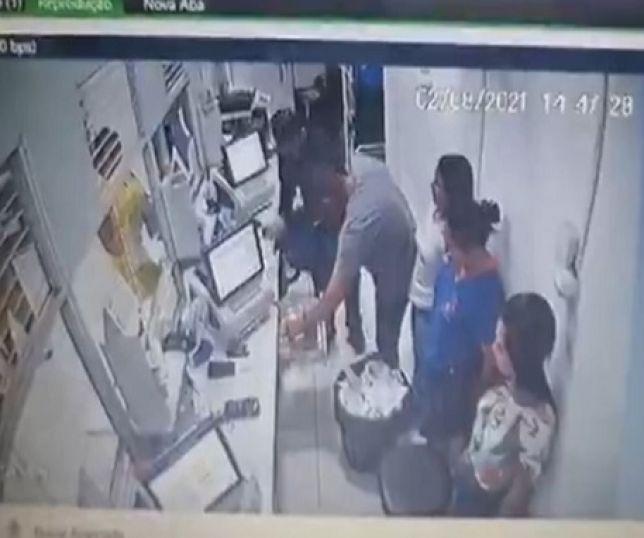 Bando rouba mais de R$ 100 mil de lotérica após fazer gerente e família de reféns; VEJA VÍDEO