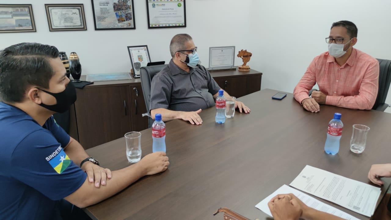 Servidores do Detran-RO buscam apoio na ALE-RO para o realinhamento salarial da categoria