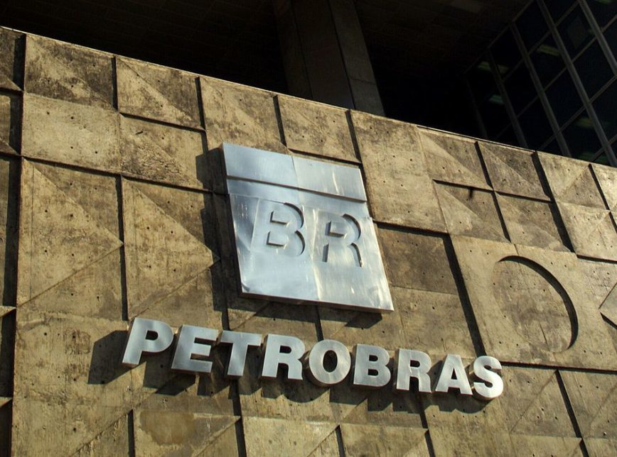 Petrobras aumenta o preço gasolina em R$ 0,09 nas refinarias