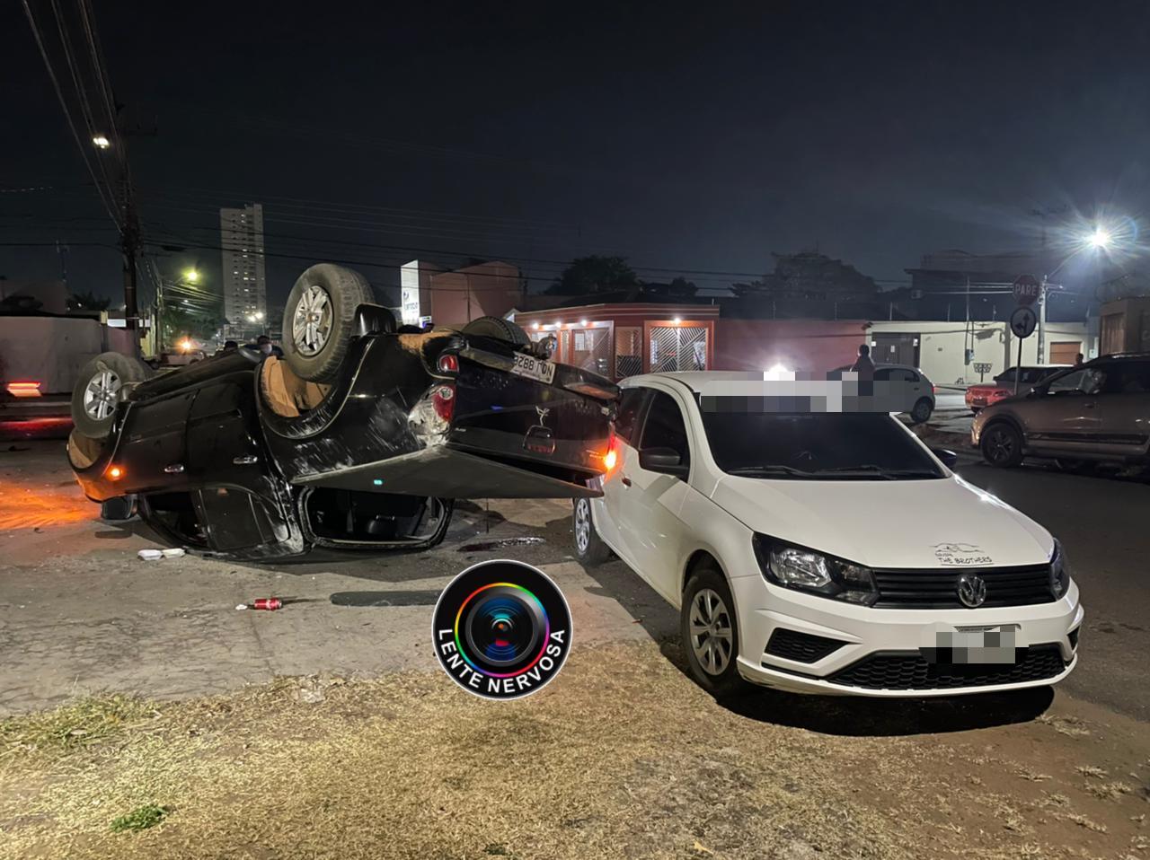 EXCLUSIVO – Capotamento de caminhonete foi registrado por câmera – ASSISTA