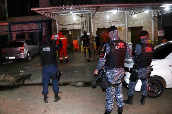 """Equipes da """"Operação Prevenção"""" flagram aglomeração e consumo de bebida alcoólica fora do horário permitido"""