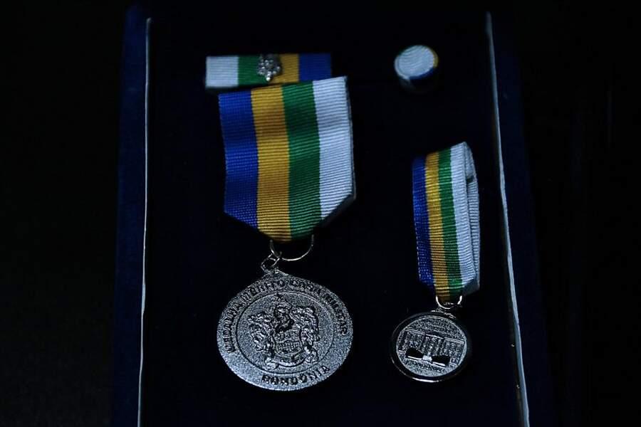 NÃO É PIADA: Governador Marcos Rocha ganha medalha de honra do governo Marcos Rocha