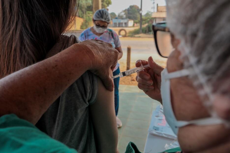 Cerca de 9 mil doses de vacinas foram aplicadas na sexta e sábado na capital