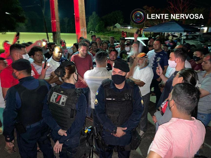 Representante do Governo negocia com manifestantes e Estrada do Belmont é desbloqueada