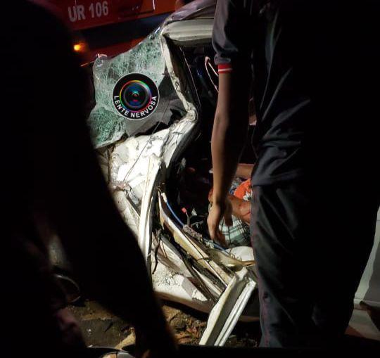 URGENTE – Vítima fica presa às ferragens em acidente na Estrada do Santo Antônio