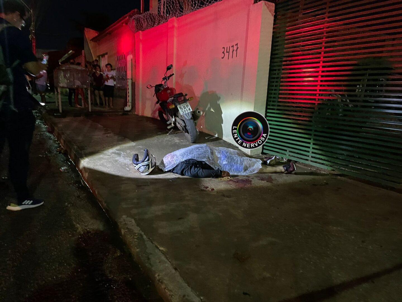 LENTE URGENTE – Homem é executado a tiros na zona norte da capital; VÍDEO