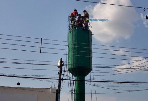 Trabalhador resgatado de caixa d'água pelos bombeiros está intubado e teve leve edema cerebral