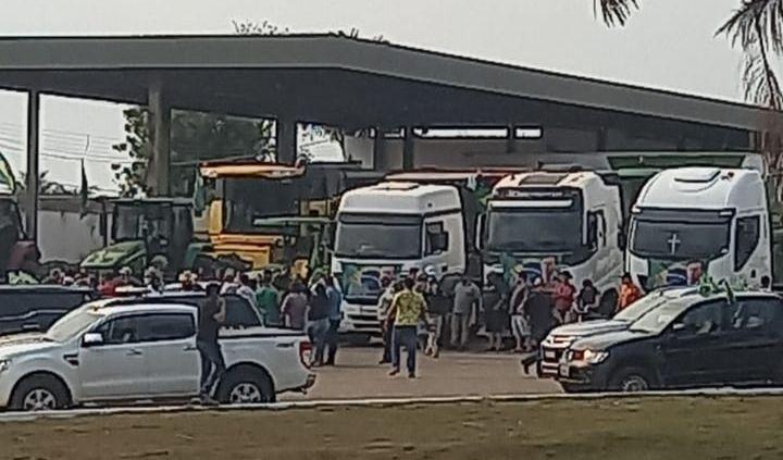 Vídeo: PRF faz escolta de maquinários agrícolas e nega bloqueios na BR-364 em RO