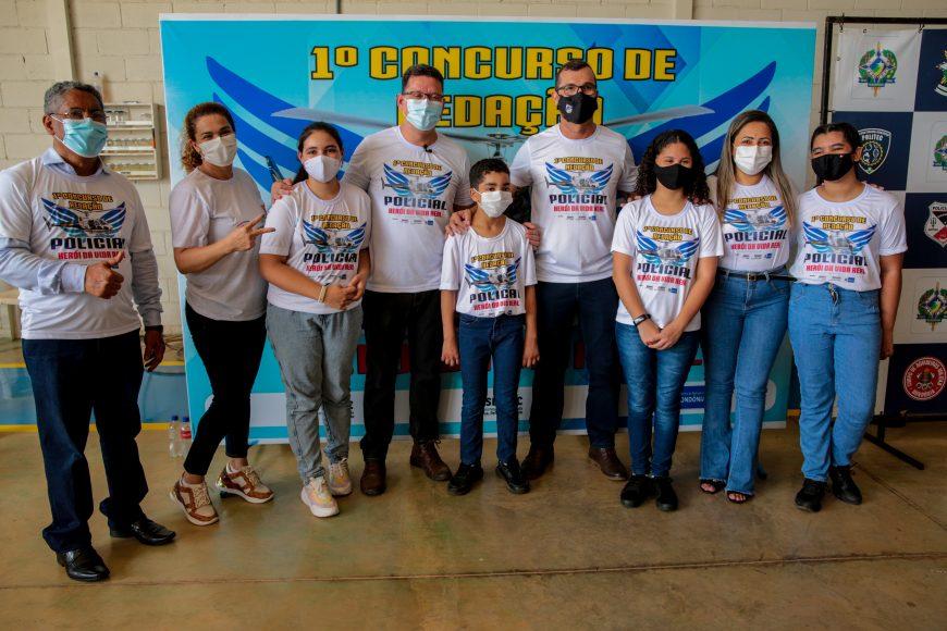 Estudantes vencedores do concurso de redação são premiados pelo Governo de Rondônia