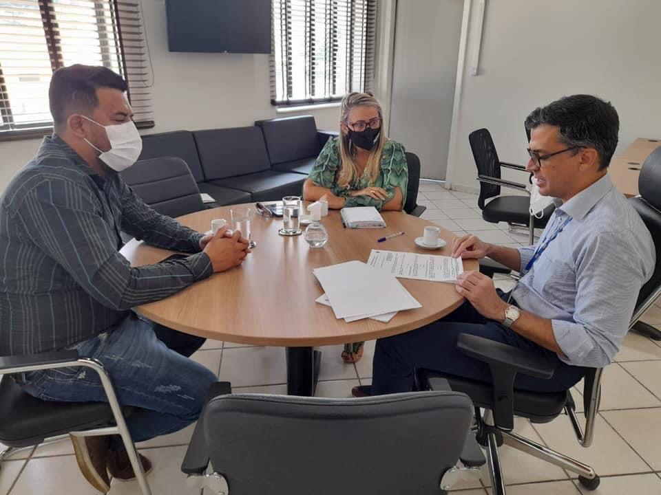 Vereadora Márcia Socorristas Animais destaca importância da campanha do Outubro Rosa durante reunião